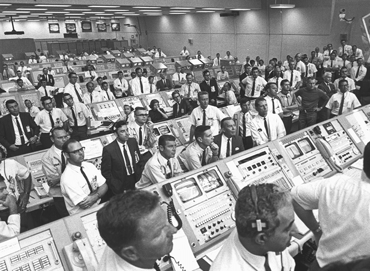 Equipo de ingenieros del Apolo 11