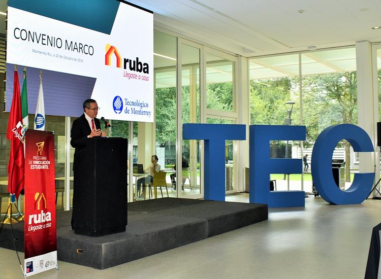 Miguel Sandoval, CEO de Grupo Ruba, presenta convenio.
